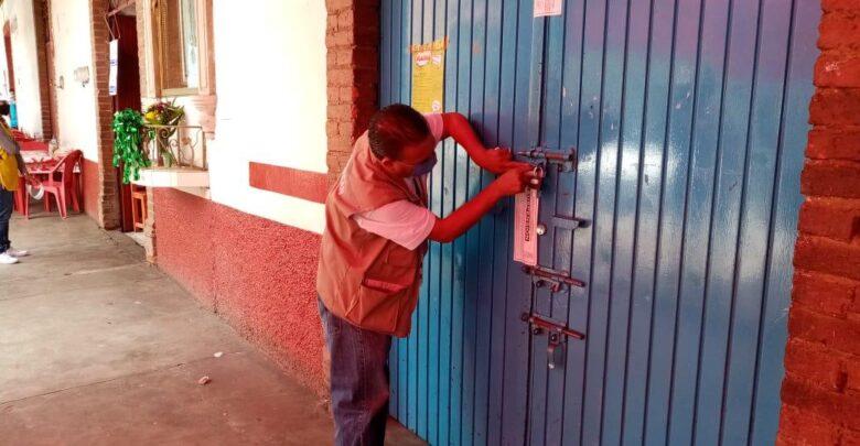 Son suspendidos 12 establecimientos en Pátzcuaro por no respetar medidas contra COVID-19