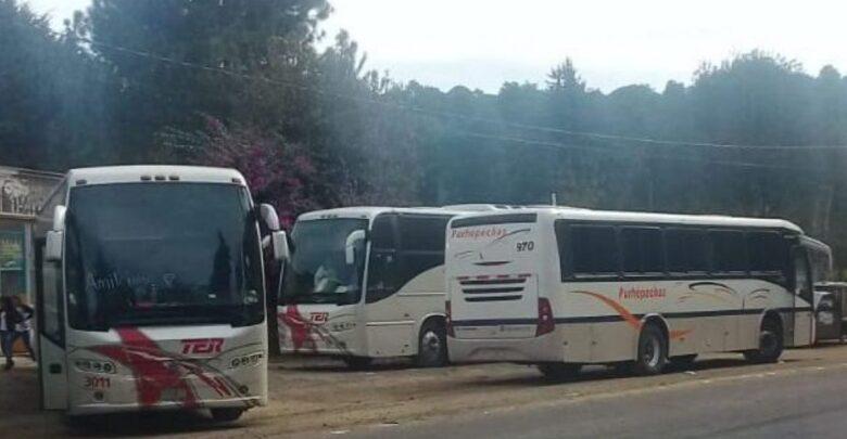Normalistas retienen autobuses en la carretera Pátzcuaro-Morelia
