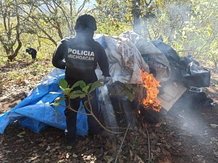 Hieren a 4 policías en Salvador Escalante, Michoacán