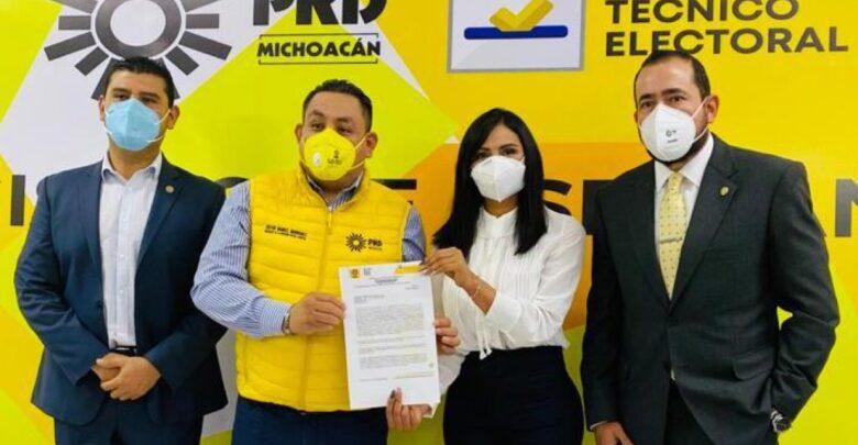 Araceli Saucedo se registra como precandidata a Diputada Federal