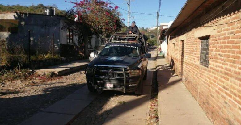 Balacera entre civiles en Íxtaro deja dos muertos