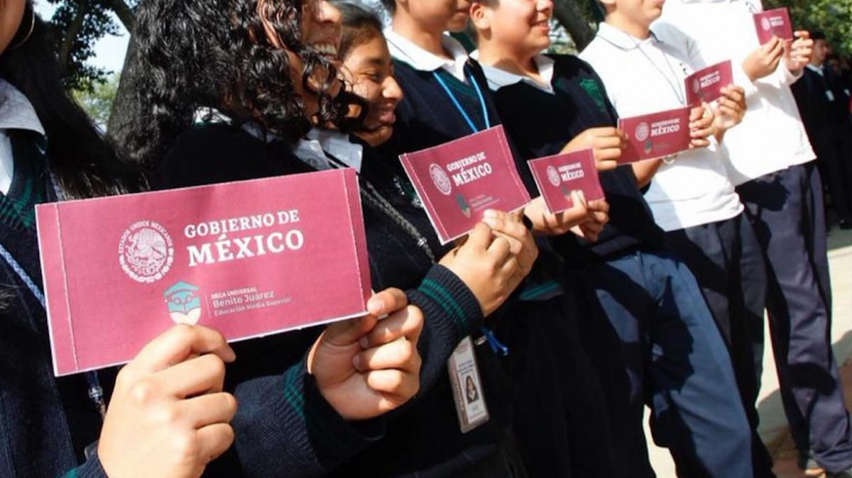 Inicia entrega de becas Benito Juárez en Pátzcuaro