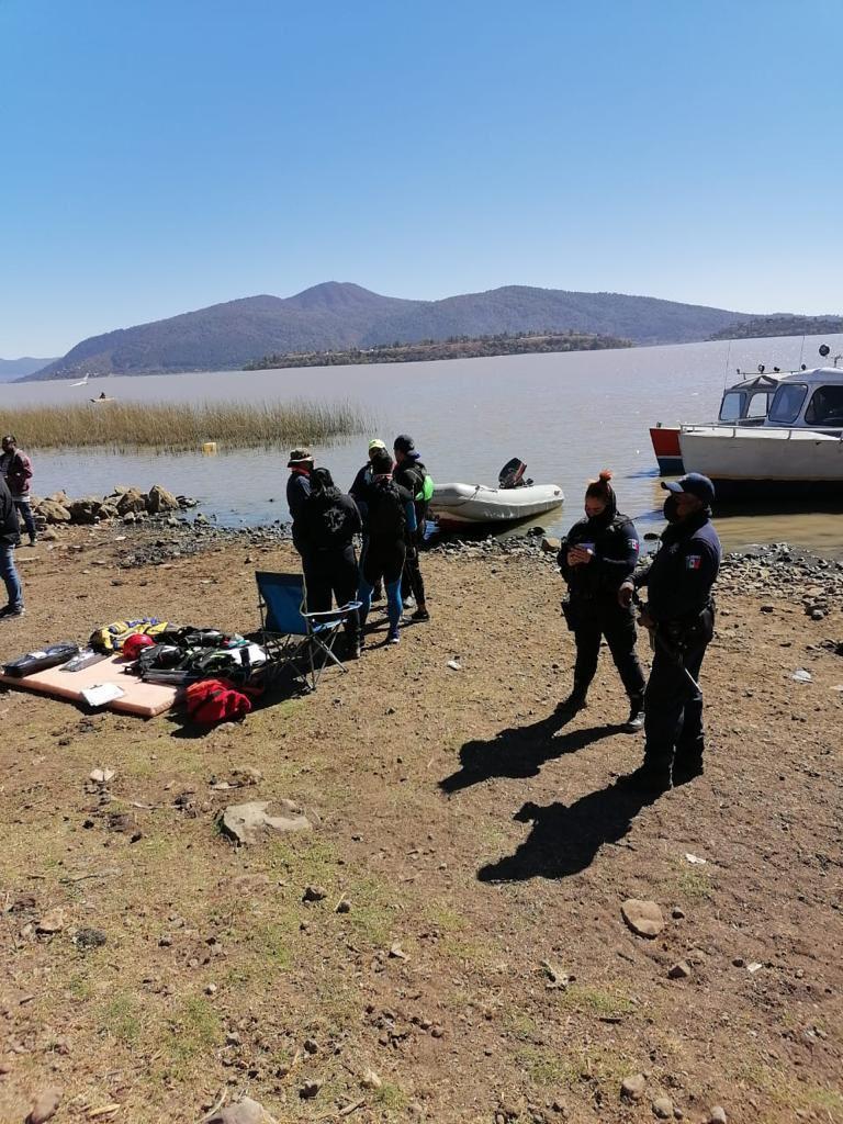 Padre e hija desaparecen en lago de Pátzcuaro; hallan su moto acuática