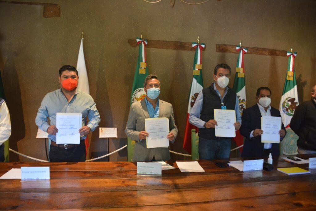 Víctor Báez signa convenio intermunicipal con el que se busca detener la contaminación en el lago de Pátzcuaro