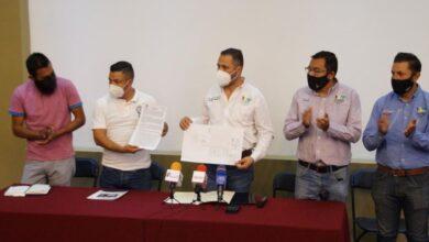 Luis Felipe León Balbanera cumple con la CNTE, dona terreno y construcción para oficinas