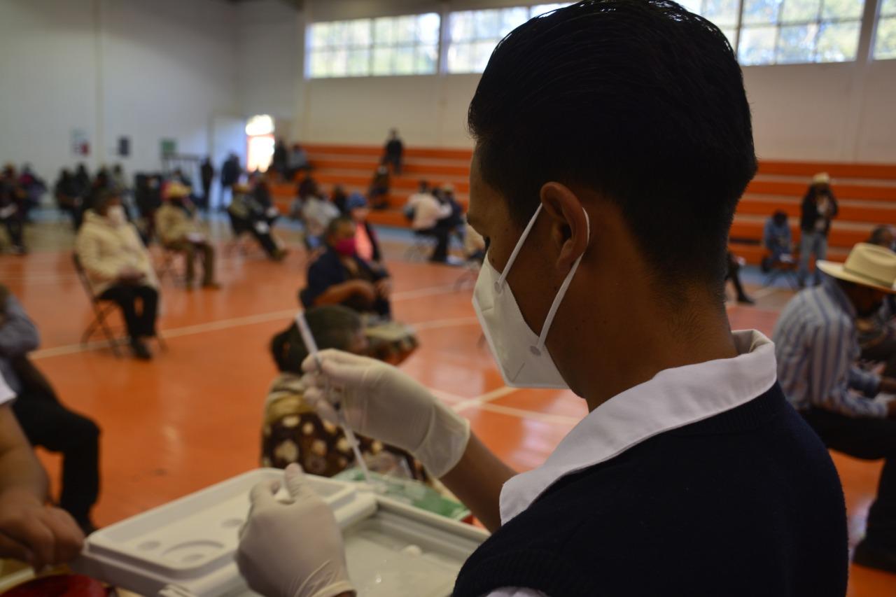 Funcionarios del Gobierno de Pátzcuaro se vacunan contra el COVID-19