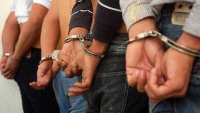 En Huirambhuiramba detenidosa detienen a 5 hombres en posesión de un arma de fuego y cartuchos útiles
