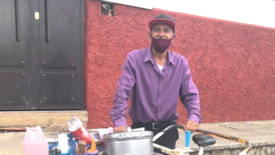 Trino vende nieves en Pátzcuaro
