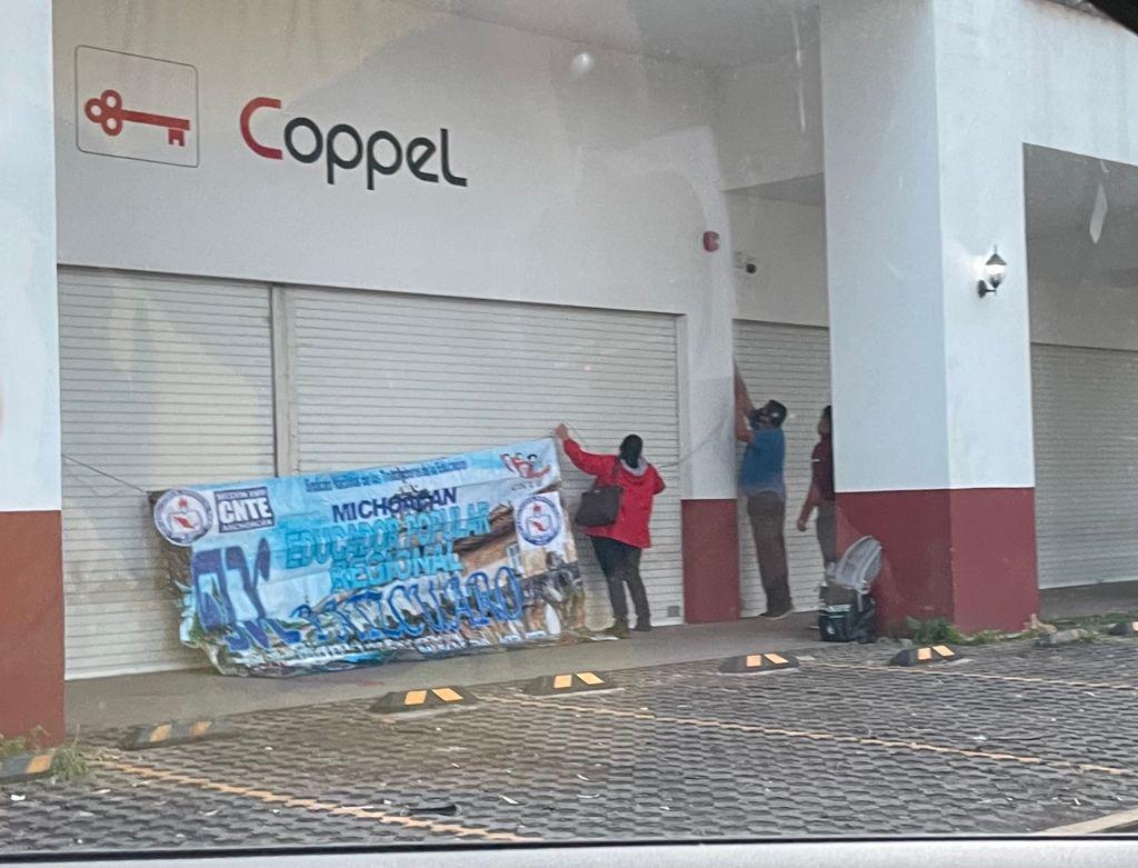 La CNTE toma tiendas departamentales en Pátzcuaro, Quiroga y Ario de Rosales