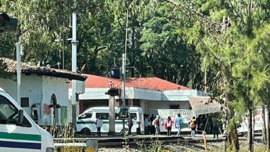 Profesores de 'Poder Base' toman vías del tren en Pátzcuaro
