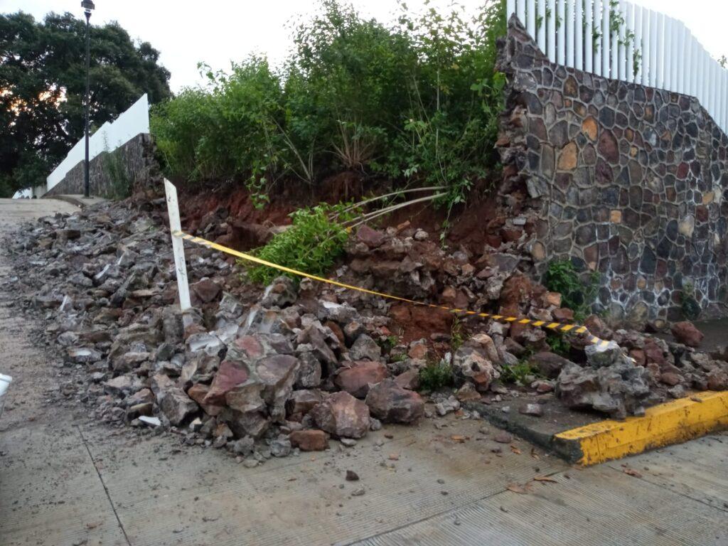 Colapsa muro perimetral del Hospital Regional de Pátzcuaro